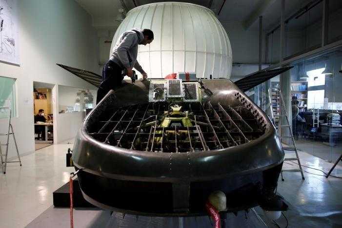 """Nguyên mẫu """"xe bay"""" Cormorant được trưng bày tại một hội thảo của Urban Aeronautics ở Israel ngày 22-12-2016. Ảnh: REUTERS"""