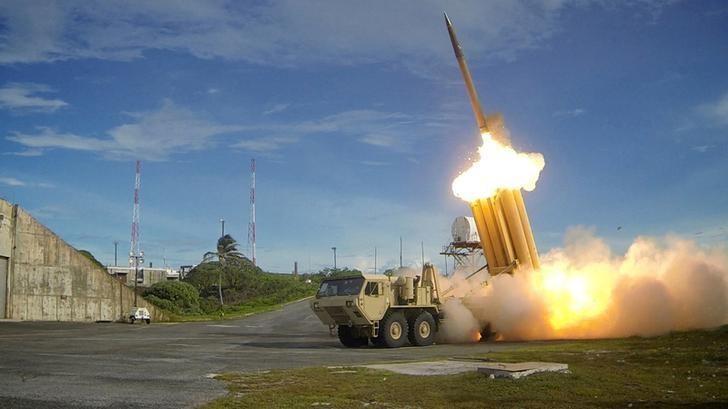 Hệ thống tên lửa phòng thủ THAAD trong một lần đánh chặn. Ảnh: REUTERS