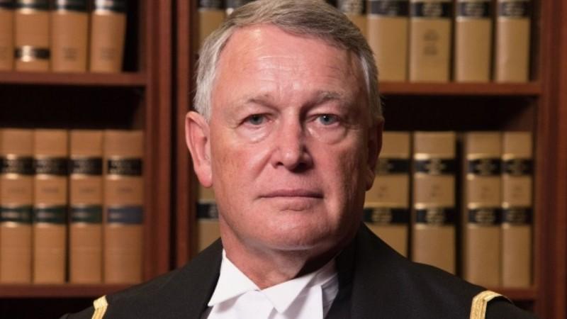 Thẩm phán Robin Camp vừa mất chức vì căn vặn nạn nhân cưỡng hiếp sao không khép chân. Ảnh: TWITTER