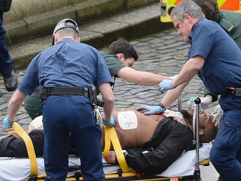 Hình ảnh kẻ tấn công sau khi bị cảnh sát bắn. Ảnh: PA