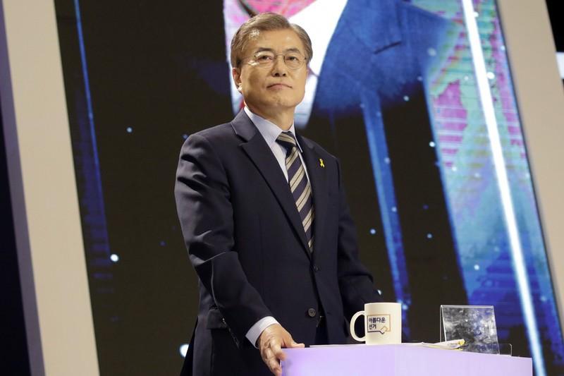 Ứng viên tổng thống hàng đầu Hàn Quốc Moon Jae-in thuộc đảng Dân chủ chuẩn bị tranh luận trên tuyền hình ngày 2-5. Ảnh: BLOOMBERG
