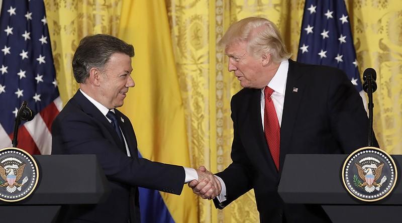 Tổng thống Mỹ Donald Trump (phải) và Tổng thống Colombia Juan Manuel Santos tại cuộc họp báo ngày 18-5. Ảnh: REUTERS