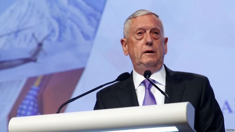Bộ trưởng Quốc phòng Mỹ James Mattis chỉ trích mạnh Trung Quốc về biển Đông tại Đối thoại Shangri-La. Ảnh: REUTERS