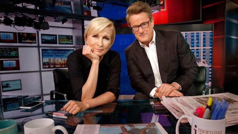 Hai nhà báo Brzezinski và Scarborough. Ảnh: LOS ANGELES TIMES