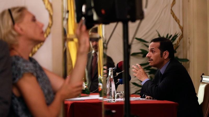 Ngoại trưởng Qatar Mohammed bin Abdulrahman Al Thani (phải) khẳng định không nước nào có quyền ra tối hậu thư chống lại Qatar, trong một sự kiện tại Ý ngày 1-7. Ảnh: AP