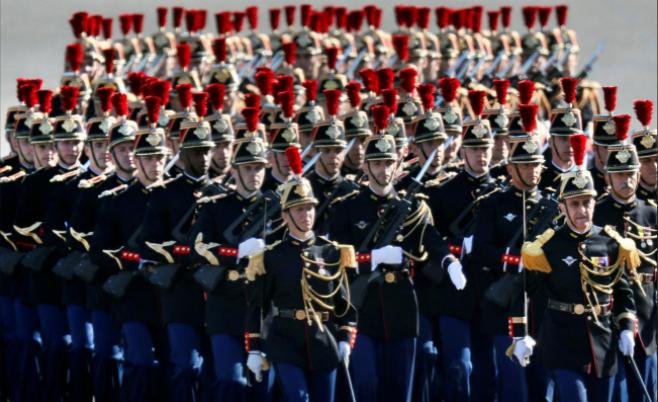 Ông Trump dự lễ diễu binh rầm rộ mừng Quốc khánh Pháp - ảnh 8