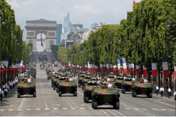 Ông Trump dự lễ diễu binh rầm rộ mừng Quốc khánh Pháp - ảnh 9