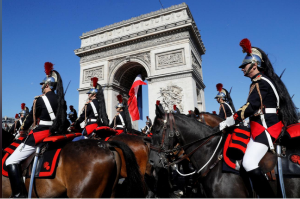 Ông Trump dự lễ diễu binh rầm rộ mừng Quốc khánh Pháp - ảnh 10