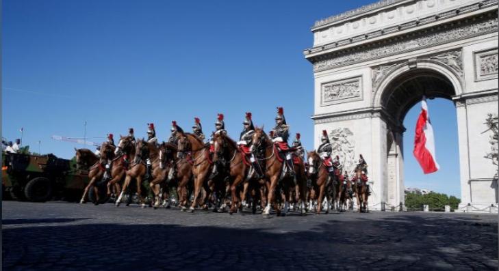 Ông Trump dự lễ diễu binh rầm rộ mừng Quốc khánh Pháp - ảnh 11