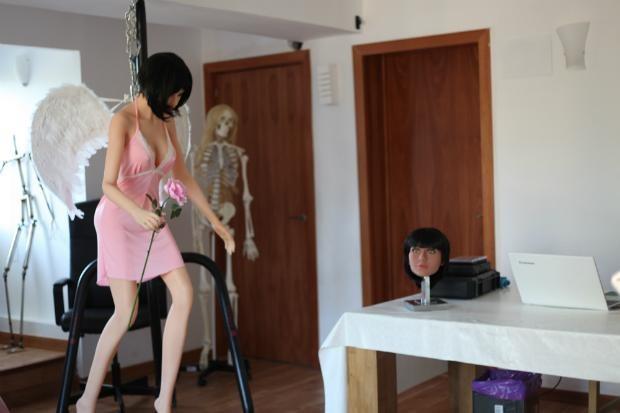 Robot tình dục bằng silicon với tóc giả và não nhân tại được trưng bày tại nhà ông Sergi Santos ở ngoại ô Barcelona (Tây Ban Nha) ngày 12-7. Ảnh: REUTERS