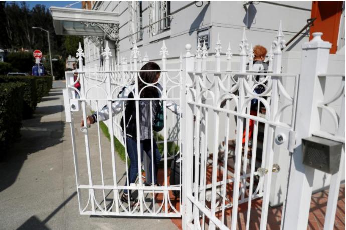 Cổng vào tổng lãnh sự quán Nga ở San Francisco, California (Mỹ). Ảnh: REUTERS