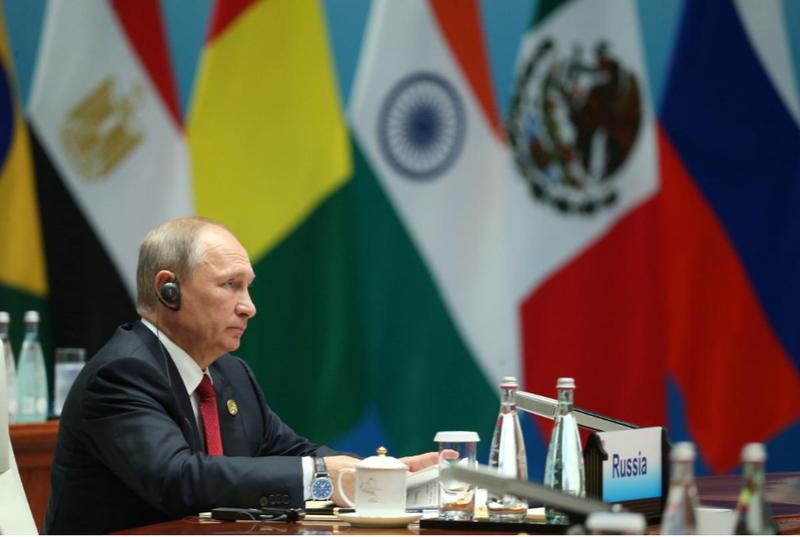 Tổng thống Nga Putin tham dự Đối thoại Các thị trường mới nổi và Các nước đang phát triển bên lề hội nghị BRICS 2017 ở Hạ Môn, Phúc Kiến (Trung Quốc) ngày 5-9. Ảnh: REUTERS