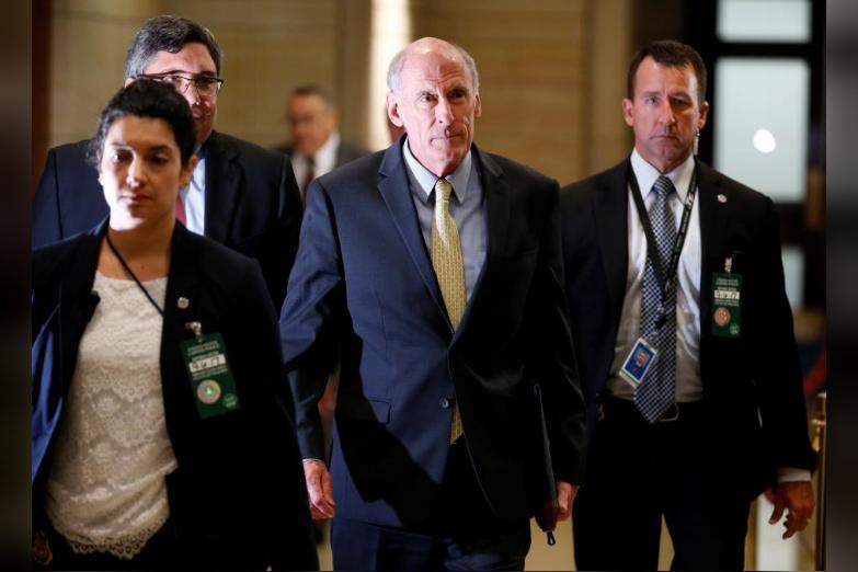 Giám đốc Tình báo Quốc gia Dan Coats (giữa) trước cuộc điều trần trước Hạ viện ngày 6-9. Ảnh: REUTERS