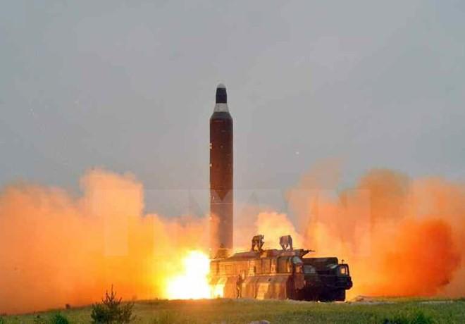 Tên lửa Hwasong-10 của Triều Tiên trong một lần thử. Ảnh: YONHAP