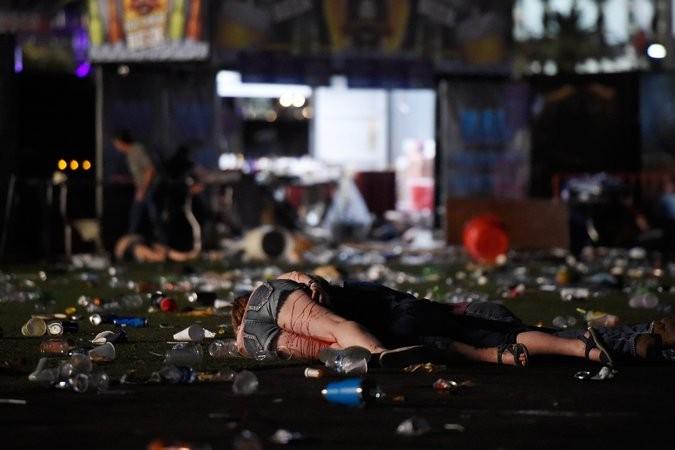 Hiện trường vụ xả súng kinh hoàng nhất lịch sử Mỹ ở Las Vegas tối 1-10 làm hơn 50 người chết, hơn 400 người bị thương. Ảnh: GETTY IMAGES