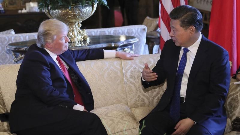 Sự không ổn định của ông Trump (trái) trong chuyến công du châu Á sẽ là cơ hội của ông Tập. Ảnh: REUTERS