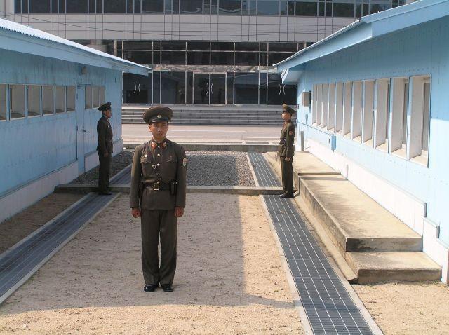 Làng đình chiến Bàn Môn Điếm trong khu phi quân sự liên Triều, nhìn từ phía Triều Tiên. Ảnh: WIKIPEDIA
