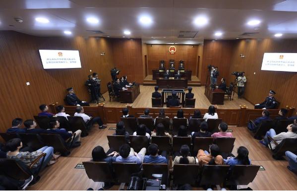 Phiên tòa xét xử nữ quan tham Dương Tú Châu. Ảnh: SCMP