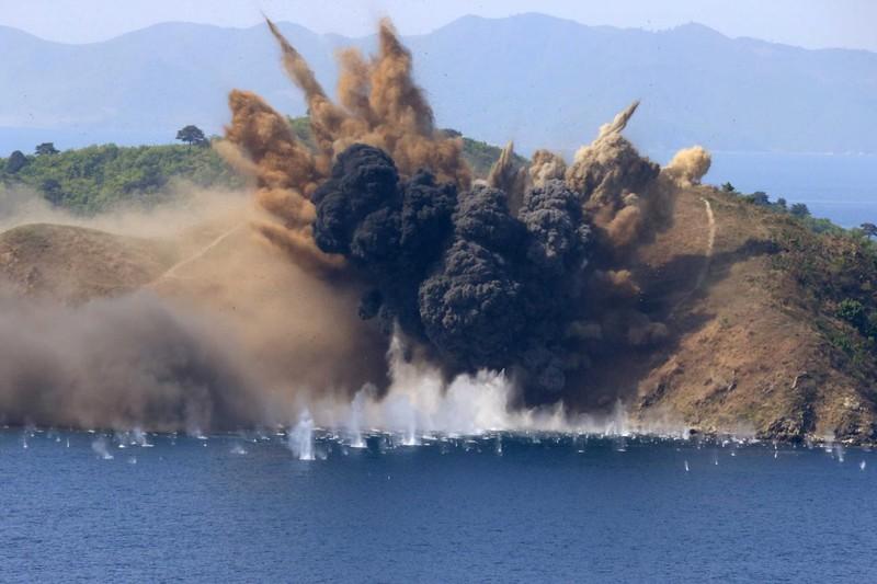 Quang cảnh một cuộc tập trận pháo binh của Triều Tiên ở Wonsan, ngày 26-8. Ảnh: KCNA