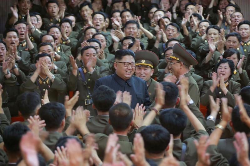 Ông Kim Jong-un thị sát Bộ Tư lệnh Lực lượng chiến lược của quân đội Triều Tiên. Ảnh: KCNA công bố ngày 15-8
