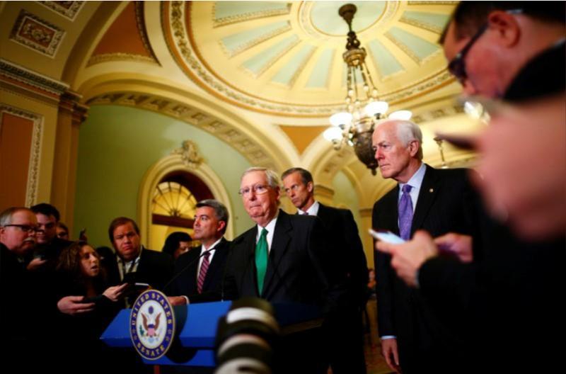 Lãnh đạo phe đa số Cộng hòa tại Thượng viện Mitch McConnell phát biểu trong buổi họp báo tại Quốc hội ngày 17-10. Ảnh: REUTERS