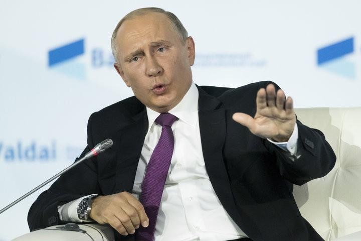 Ông Putin đề nghị người dân Mỹ tôn trọng ông Trump. Ảnh: REUTERS