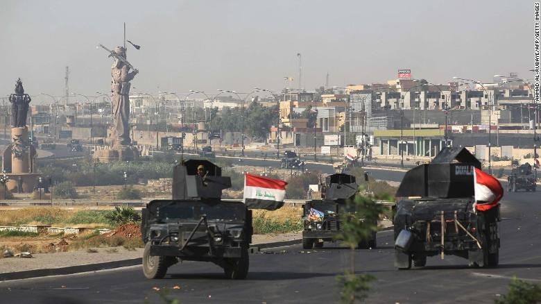 Quân đội Iraq tiến vào tỉnh Kirkuk sau khi đánh đuổi lực lượng dân quân người Kurd. Ảnh: CNN