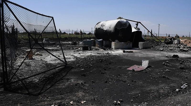 Căn cứ không quân Shayrat của Syria hứng tên lửa hành trình Tomahawk của Mỹ. Ảnh: RT