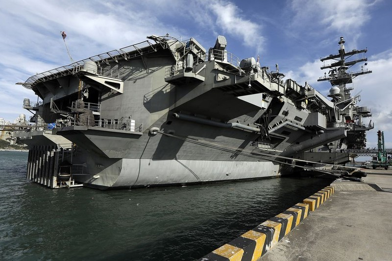 Tàu sân bay Ronald Reagan đậu ở căn cứ hải quân Busan (Hàn Quốc) ngày 21-10. Ảnh: GETTY IMAGES