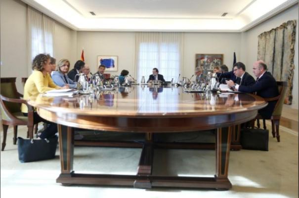 Nội các Tây Ban Nha họp bất thường ngày 27-10. Ảnh: REUTERS