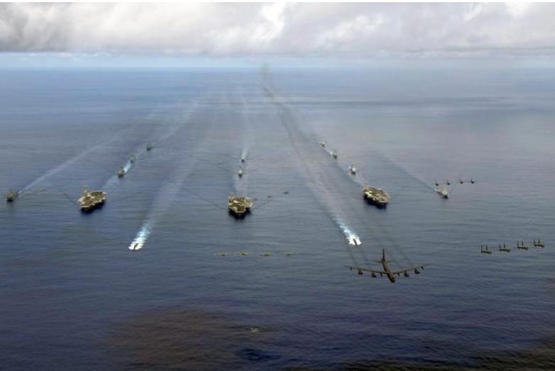 3 đội tàu sân bay tấn công USS Nimitz, USS Kitty Hawk, USS John C. Stennis cùng tham gia cuộc tập trận chung Tấm khiên Valiant ở gần đảo Guam (tây Thái Bình Dương) tháng 8-2017. Ảnh: REUTERS