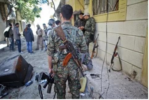 Các tay súng người Kurd ở tỉnh Kobane (Syria). Ảnh: AFP