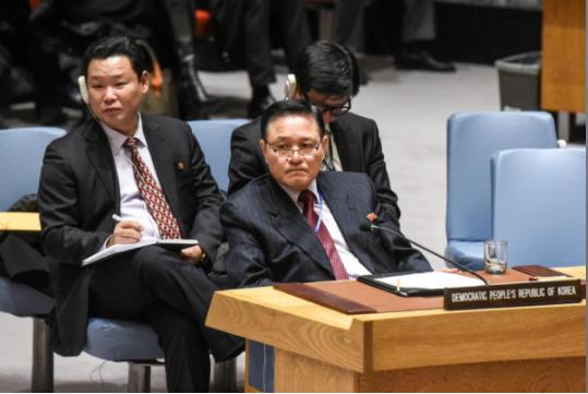 Đại sứ Triều Tiên tại LHQ Ja Song-nam tại cuộc họp của Hội đồng Bảo an LHQ về chương trình hạt nhân, tên lửa Triều Tiên tại New York (Mỹ), ngày 15-12. Ảnh: REUTERS