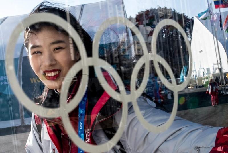Biểu tượng Olympic hiện diện khắp nơi ở Pyeongchang, tỉnh Gangwon (Hàn Quốc). Ảnh: AP