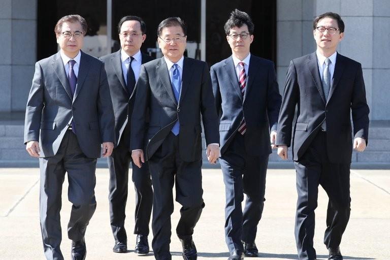 Phái đoàn cấp cao Hàn Quốc lên đường sang Triều Tiên chiều 5-3. Ảnh: EPA