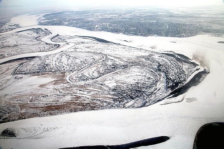 Dòng sông đóng băng ở tỉnh Amur, gần vùng Khabarovsh (Nga), nơi bao tải chứa 54 bàn tay được tìm thấy. Ảnh: SIBERIA TIMES