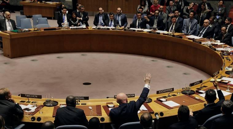 Đại sứ Nga tại LHQ Vasily Nebenzya trong một lần biểu quyết đi ngược lại ý các thành viên khác tại HĐBA LHQ ngày 16-11-2017, yêu cầu quốc tế điều tra lại các vụ tấn công bằng vũ khí hóa học ở Syria. Ảnh: REUTERS