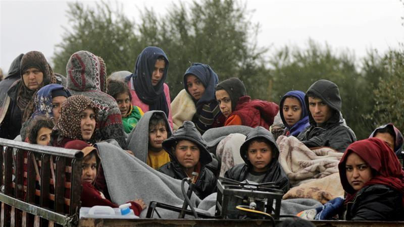 Người dân Afrin sơ tán ngày 15-3. Ảnh: REUTERS