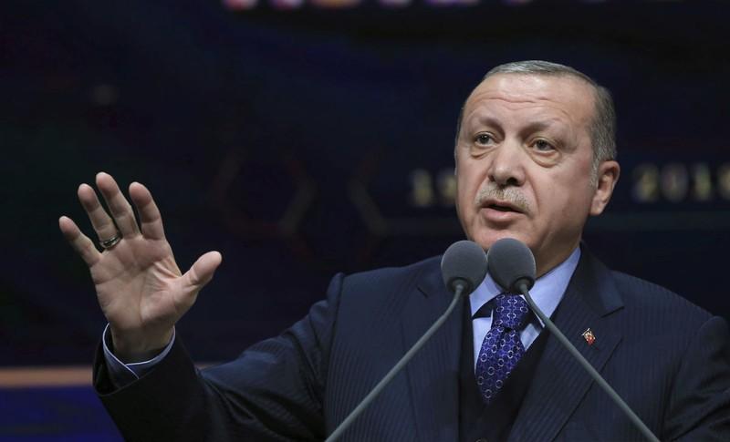 Tổng thống Thổ Nhĩ Kỳ Recep Erdogan phát biểu ngày 19-3, tuyên bố sẽ mở rộng đánh tay súng người Kurd ở các khu vực khác tại Syria cũng như đánh sang cả Iraq. Ảnh: AP