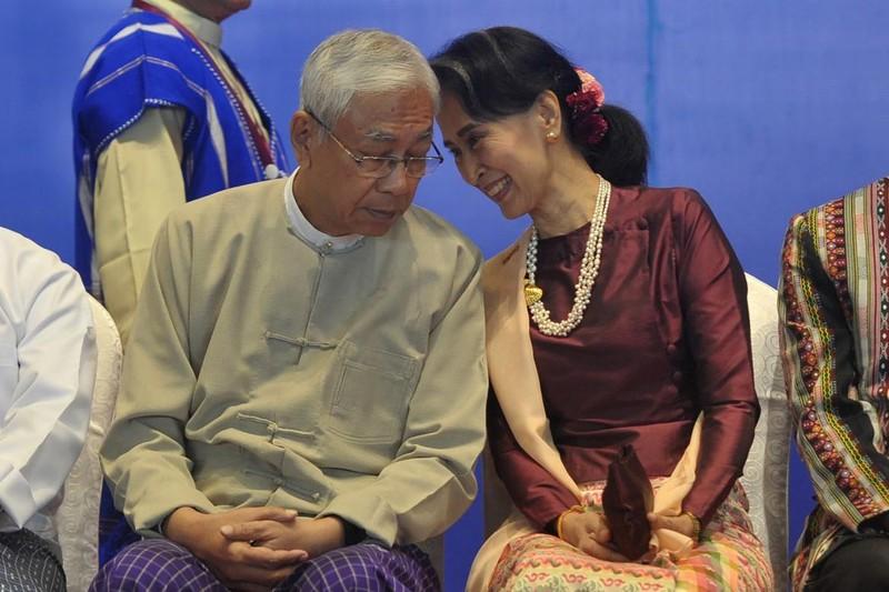 Tổng thống Myanamr Htin Kyaw và Cố vấn Nhà nước Aung San Suu Kyi tại Naypyitaw tháng 10-2017. Ảnh: AFP