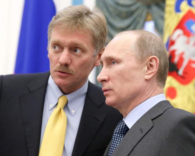 Người phát ngôn Sergei Peskov (trái) và Tổng thống Nga Vladimir Putin. Ảnh: UNIAN