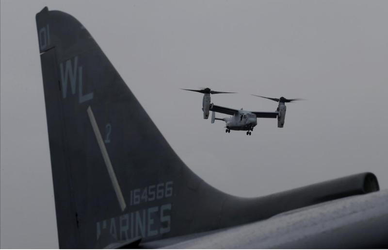 Máy bay MV-22 Osprey của lực lượng lính thủy đánh bộ Mỹ chuẩn bị hạ cánh xuống tàu tấn công đổ bộ Bohomme Richard ngoài bờ biển Sydney (Úc) ngày 29-6-2017. Ảnh: REUTERS