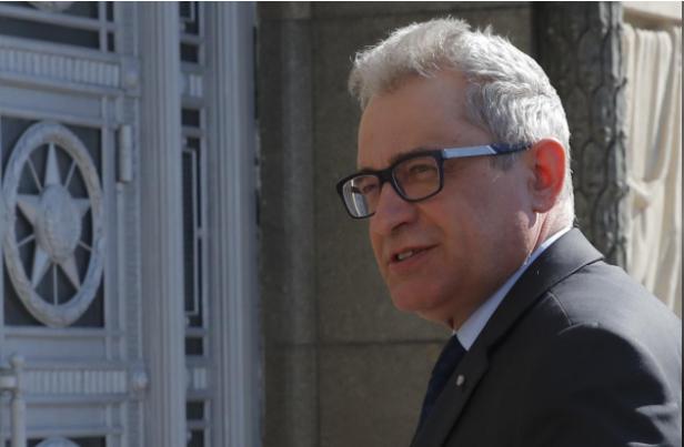 Đại sứ Ba Lan tại Nga Vlodzimierz Marciniak rời trụ sở Bộ Ngoại giao Nga ở Moscow (Nga) ngày 30-3. Ảnh: REUTERS