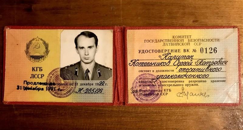 Thẻ nhận dạng của ông Boris Karpichkov thời còn làm ở KGB. Ảnh: NBC NEWS