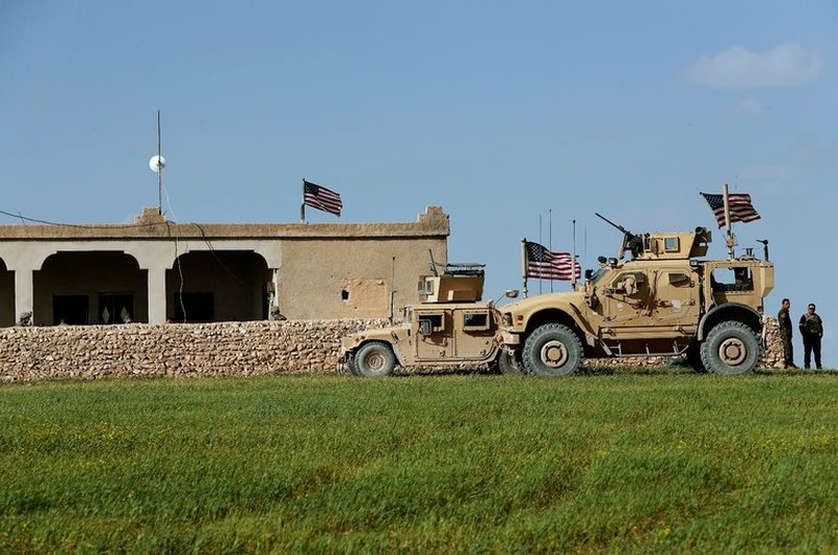Lính Mỹ đóng quân ở TP Manbij, tỉnh Aleppo (Syria). Ảnh: AP