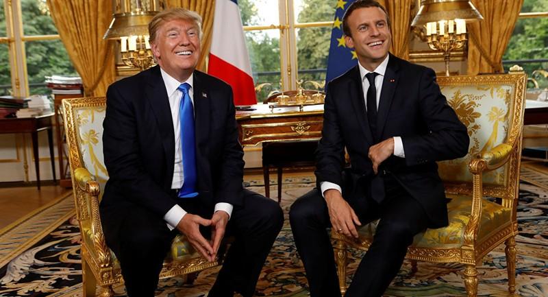 Tổng thống Mỹ Donald Trump (trái) được Tổng thống Pháp Emmanuel Macron đón tiếp trong chuyến thăm Pháp năm 2017. Ảnh: REUTERS