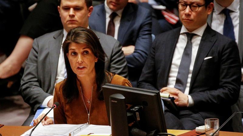 Đại sứ Mỹ tại LHQ Nikki Haley tại phiên họp của Hội đồng Bảo an LHQ về Syria ngày 9-4. Ảnh: REUTERS