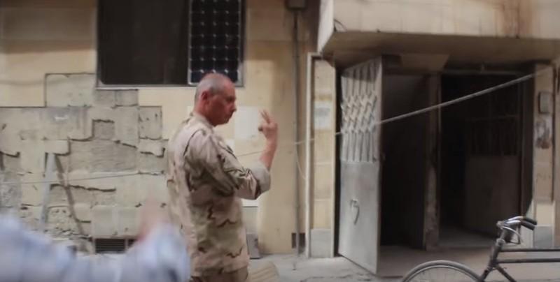 Theo ông Higgins, tòa nhà nơi binh sĩ Nga đến và nơi cứu hộ nạn nhân là một. Ảnh: TWITTER