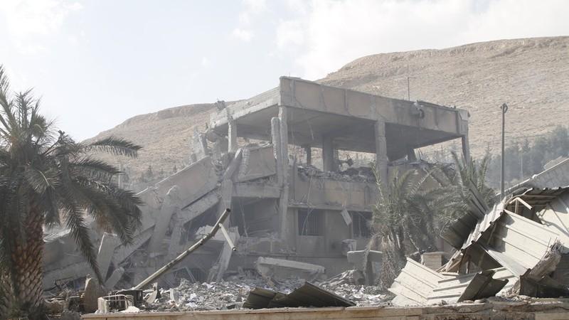 Trung tâm Nghiên cứu Khoa học ở quận Barzeh, thủ đô Damascus (Syria) bị phá hủy sau khi liên quân Mỹ-Anh-Pháp không kích vào sáng sớm 14-4. Ảnh: GLP
