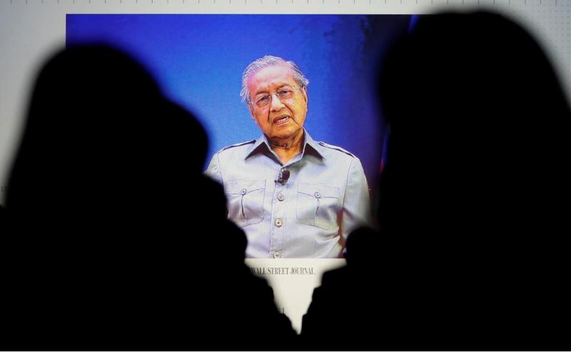 Thủ tướng Malaysia Mahathir Mohamad qua đường truyền video nối với cuộc họp báo của Wall Street Journal tại Tokyo (Nhật) ngày 15-5. Ảnh: REUTERS